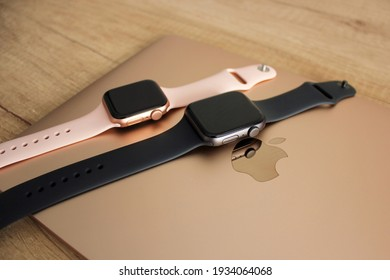 Kyiv, Ukraine — 5 March 2021: Gold and black apple watch for woman and man. Comparison Apple WATCH Se 40mm Gold and Apple WATCH Se 44mm Space Gray. Aluminum case Sport Band Pink Sand and black