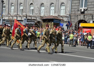 KYIV, UKRAINE - AUGUST 24 2018: Airborne troops parade through the Ukrainian capital Kyiv during a celebration of Independence Day. KYIV, UKRAINE - AUGUST 24 2018.