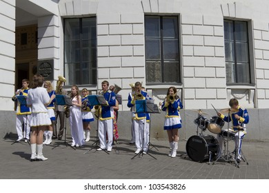 KYIV, UKRAINE - MAY 26, 2012: Day of Kyiv. Kiev celebrated its 1530 years. Youth Brass Band in celebration of the day of Kiev. Kyiv, Ukraine, May 26, 2012