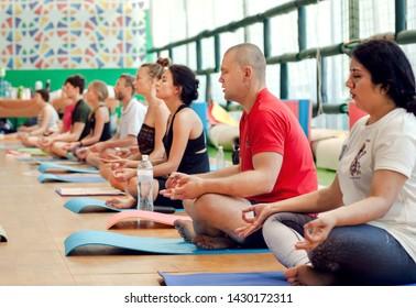 Imágenes, fotos de stock y vectores sobre Postura Yoga Hombre