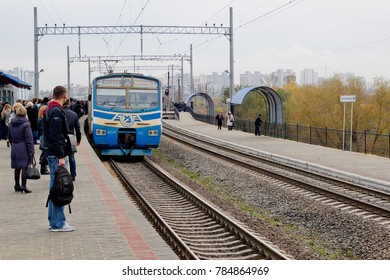 KYIV / UKRAINE – OCTOBER 25, 2012: Electric multiple unit on Urban Electric Train station Troieshchyna-2.