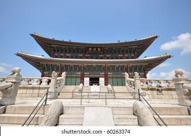 Kyongbok or Gyeongbok Palace (Gyeongbokgung), Seoul, South Korea.