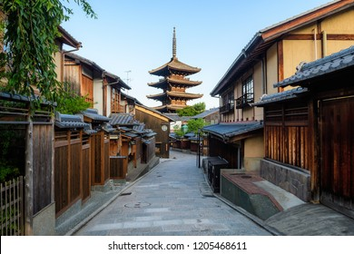 Kyoto, Japan. 14th August, 2018: traditional street of higashiyama district in Kyoto old town, Japan
