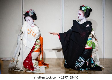 kyoto, Japan. 7th August, 2018: Maiko apprentice showing Japanese traditional dance
