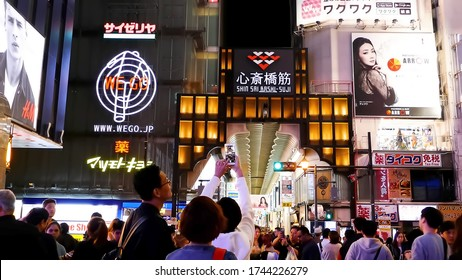 KYOTO, JAPAN - APRIL 30 : people on street in front of entrance to Shin sai bashi suji, one of the main tourist destination in Osaka in Japan on April 30, 2017 in Osaka, Japan