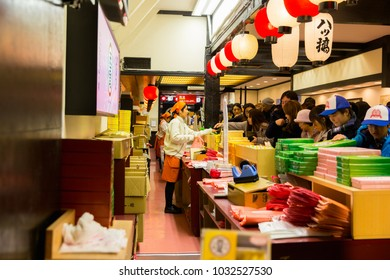 KYOTO, JAPAN - DECEMBER 4, 2017: The tourists shoping in market at Higashiyama, the old streets of Kyoto, Kyoto is the old capital of Japan .