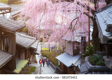KYOTO , JAPAN - MARCH 25, 2016: Tourists wander a famous street, Sannen-Zaka, in Kyoto