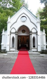 Kyu-Karuizawa Chapel  was built as an affiliate of the Karuizawa Shaw Memorial Church under the direction of the Anglican Church. The weddings are performed in the orthodox Anglican tradition.