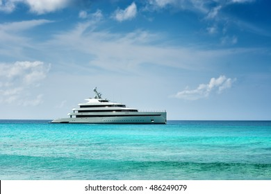 LA DIGUE,SEYCHELLES - FEBRUARY 14 2016 : The Savannah Feadship first hybrid motoryacht  sailing on turquoise water  of the Seychelles.