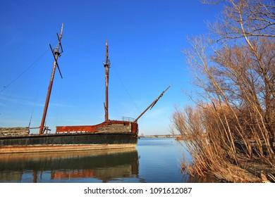 La Grande Hermine â?? Famous Abandoned Ship in Ontario lake on the way to Niagara Falls