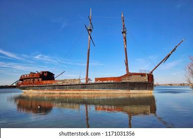 La Grande Hermine – Famous Abandoned Ship in Ontario lake on the way to Niagara Falls