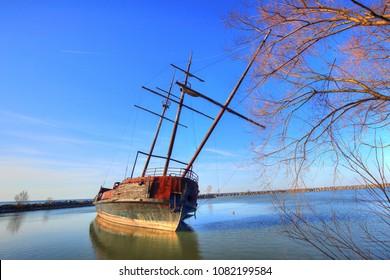La Grande Hermine-Famous Abandoned Ship in Ontario lake on the way to Niagara Falls