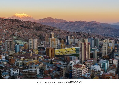 LA PAZ, BOLIVIA - AUG 1: La Paz City view from Killi Killi lookout point at sunset on August 1, 2017 in La Paz, Bolivia