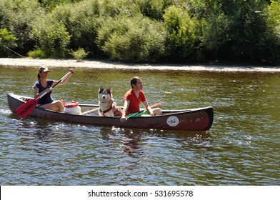 LA ROQUE GAGEAC_ FRANCE,06 AUGUST, 2016: Tourists in canoe on the river Dordogne