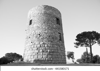 La Torrassa or Torre del Moro, a tower in Llinars, Catalonia. It is popularly said: when the tax collectors of  the Moorish king came, farmers made a great fire there, so neighbors could hide cattle