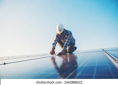 Arbeit auf dem Sonnendach, Ingenieurwesen der Solarindustrie