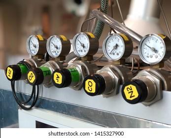Laboratory equipment: valves with pressure gauges of inert gasses
