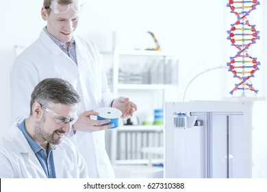 Laboratory with working scientists programming the 3D printer