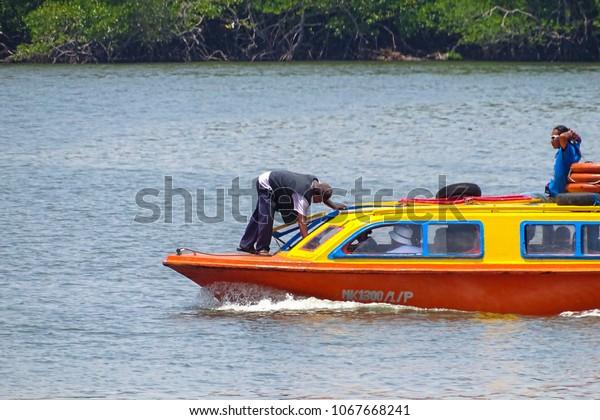 Labuanmalaysiaapril 22018water Taxi Service Menumboksabah Labuanin