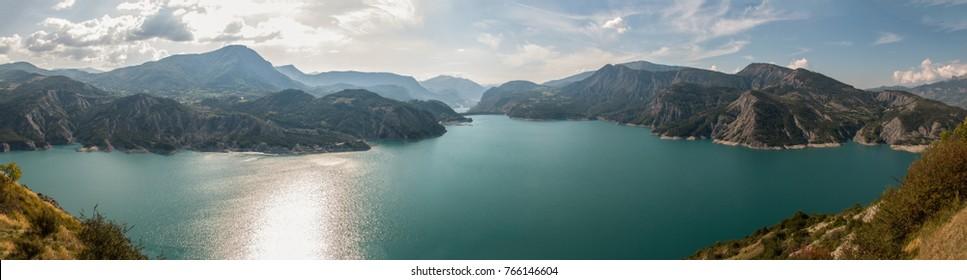 Lac de Serre Poncon, Hautes-Alpes, Provence-Alpes-Cote d'Azur, France