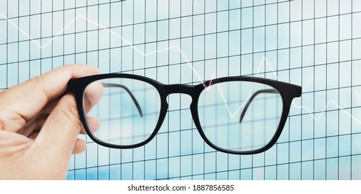 Lack of visions to go through business strategies. No comprehensive business perspective. Out of focus eyeglasses and blurry lens. The impact of economic recession on business strategy planning.