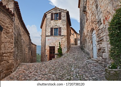 Lacoste, Vaucluse, Provence-Alpes-Cote d'Azur, France: view of the old town of the ancient village in the nature park of Luberon
