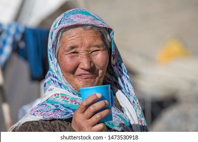 LADAKH, INDIA - SEPTEMBER 09, 2014: Old unidentified local woman, outdoor in Ladakh. The majority of the local population are descendant of Tibetan.