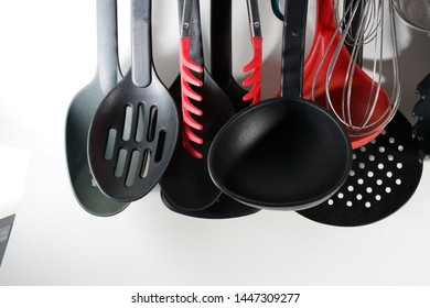 A ladle, also a ladle or ladle, is part of the sideboard and is mainly used for filling soup or other liquids.