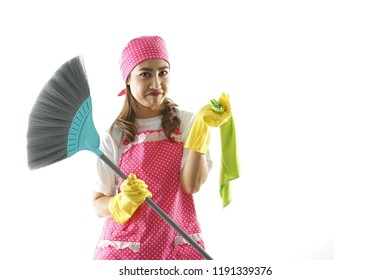 Lady feel lazy to cleaning her house