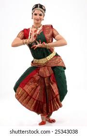 Lady performing bharatanatyam dance