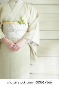 The lady puts on a kimono