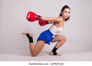 Lady Thai boxing , Muay Thai , Warm action