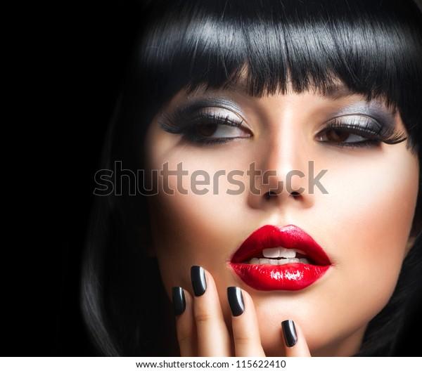 Lady Vamp Style. Brunette Woman, Nahaufnahme Porträt