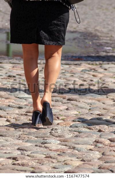 Lady Walking Platform Shoes On Uneven