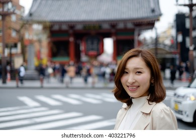 Lady who sees the sights of Tokyo