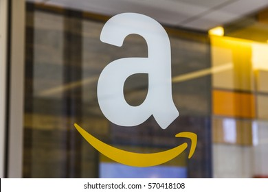 Lafayette - Circa February 2017: Amazon Store at Purdue. A brick-and-mortar store customers can receive products from Amazon.com II