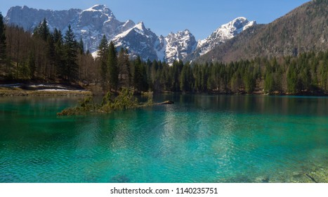 Laghi di fusine tarvisio lake near mountains in italian alps