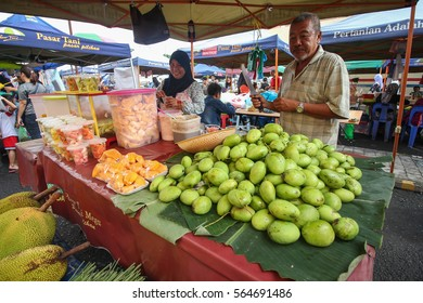LAHAD DATU SABAH MALAYSIA- JAN 22, 2017: An old couple selling fresh fruits at a local weekly market.