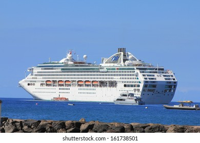 LAHAINA, MAUI, HAWAII - SEPTEMBER 18 : Dawn Princess, ship of Princes Cruises line on September 18, 2012 in Lahaina, Hawaii, USA. Dawn Princess has a capacity of 1,990 passengers and 924 crew