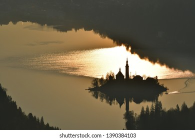 Lake Bled and church on island - amazing top destination in Slovenija