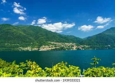 Der Comer See im Sommer bei Argegno, Como Provinz, Lombardei, Italien