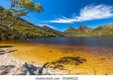 Lake Dove Beach in the famous Cradle Mountain and Lake St Clair National Park. Dove Lake is an ancient glacial lake near Cradle Mountain in Tasmania, Australia.