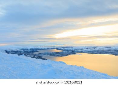Lake Kilpisjärvi, Finnland at sunrise in winter wonderland, view from Mountain Saana