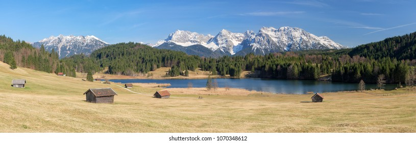 Lake Geroldsee, an alpine lake between Garmisch-Partenkirchen and Mittenwald with Karwendel mountains in the background, Gerold, Bavaria, Germany