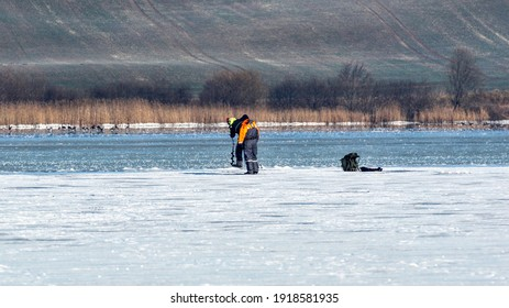 Lake Glenstrup: Fishing from the ice