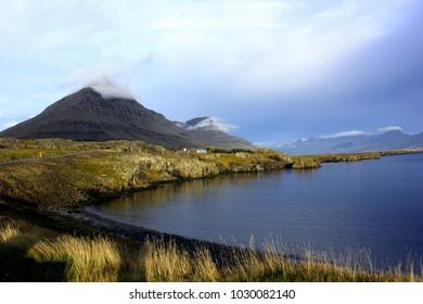 Lake landscape along the Icelandic roadtrip