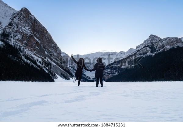lake-louise-canada-december-2020-600w-18
