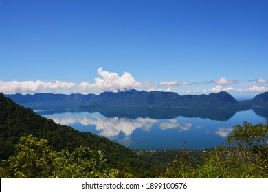 Lake Maninjau is one of the most beautiful lakes in Bukittingi.