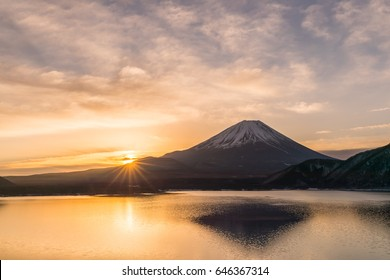 Lake Motosu and Mount Fuji at early morning in winter season. Lake Motosu is the westernmost of the Fuji Five Lakes and located in southern Yamanashi Prefecture near Mount Fuji, Japan
