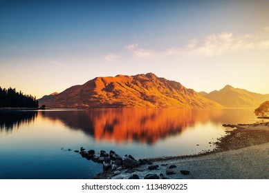 Lake Tekapo, Queenstown, in the new southwest, shines in the sunset